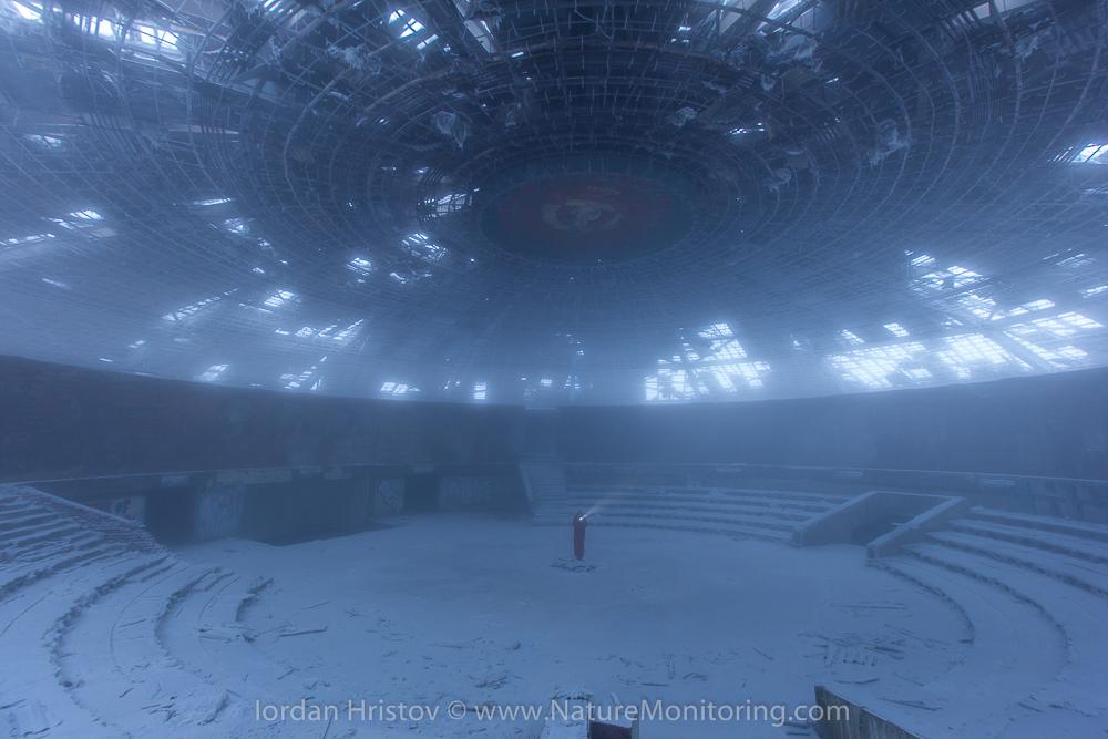 mist inside the monument © Iordan Hristov